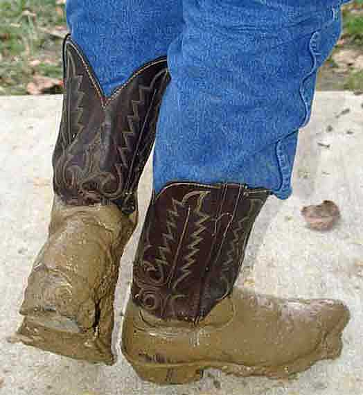 how to clean muddy work boots