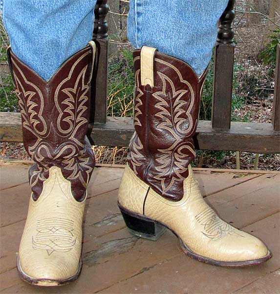 Welcome to adalatblog.ml, the #1 western wear and boot store on the web. We have the world's largest collection of cowboy apparel and outdoor work clothes with over 27, Styles & 14,, items.